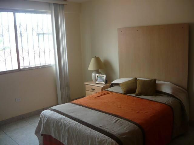 Amplio departamento en el Norte - Guayaquil - Apartamento