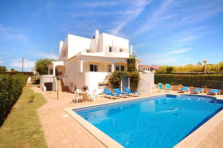 Villa Katharina, close to beach, WiFi, pool and AC - Albufeira