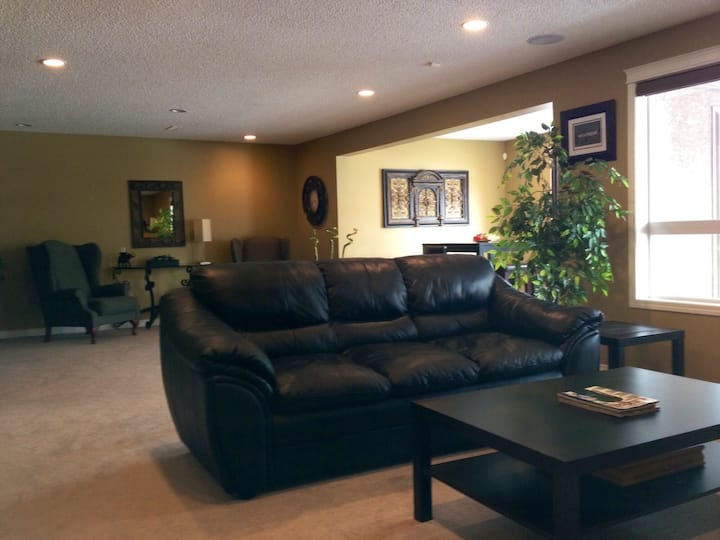 Furnished Suite in Okotoks (Short Term Rental)