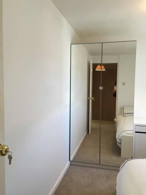 Wardrobe with mirror (100cm)