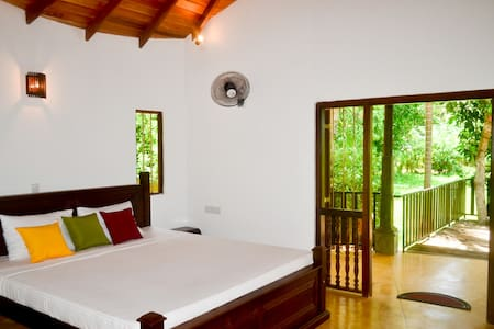Guruwaththa Eco Lodge - Hikkaduwa
