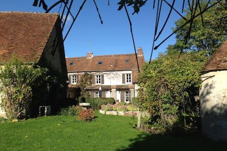 Chambre privée Maison de caractère - Lumigny-Nesles-Ormeaux - Rumah