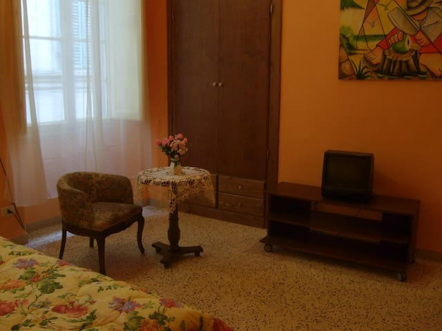 Elegante stanza con bagno privato