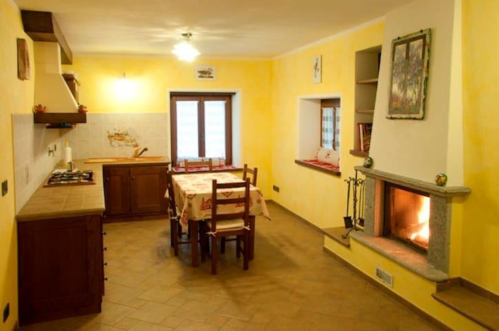 """Bilocale """"La Bifora"""" -Valle d'Aosta - Bard - Apartment"""