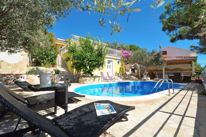 Villa Dalmatia with heated pool