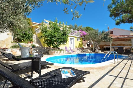Villa Dalmatia with heated pool - Okrug Gornji - Villa