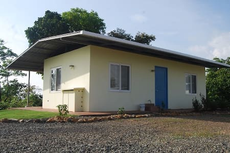 Comfortable guesthouse w. sea view - Torio