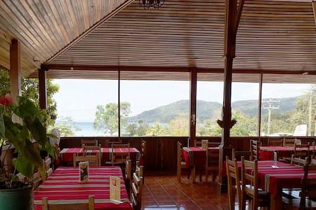 Cheap room near Tikal - Flores