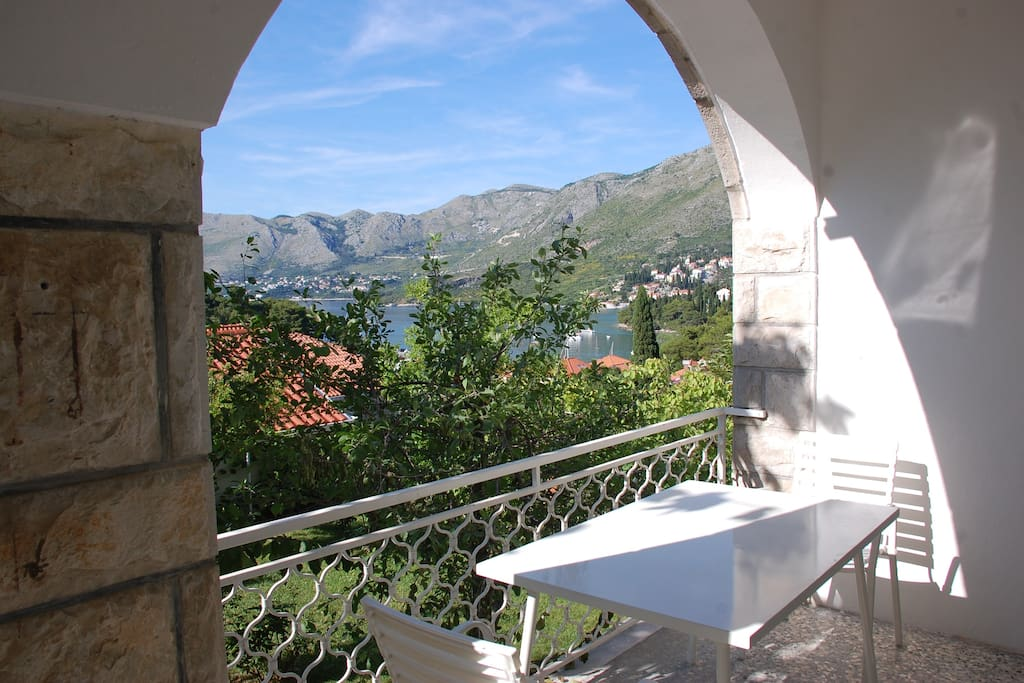 The terrace has a view on the bay of Cavtat and on the mountains