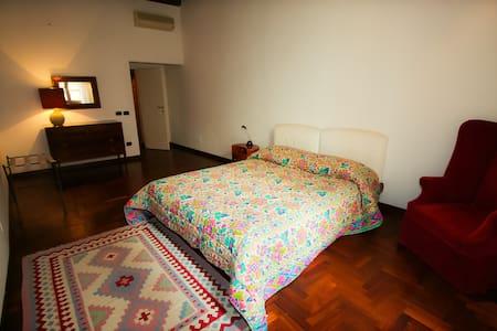 """"""" Room behind piazza del campo"""" - Σιένα"""