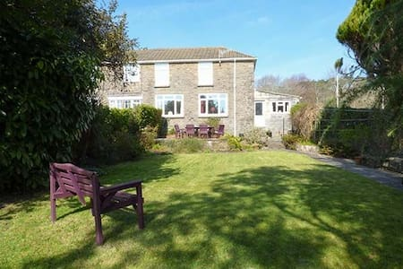 Large Cottage in Village Location - Burry Port