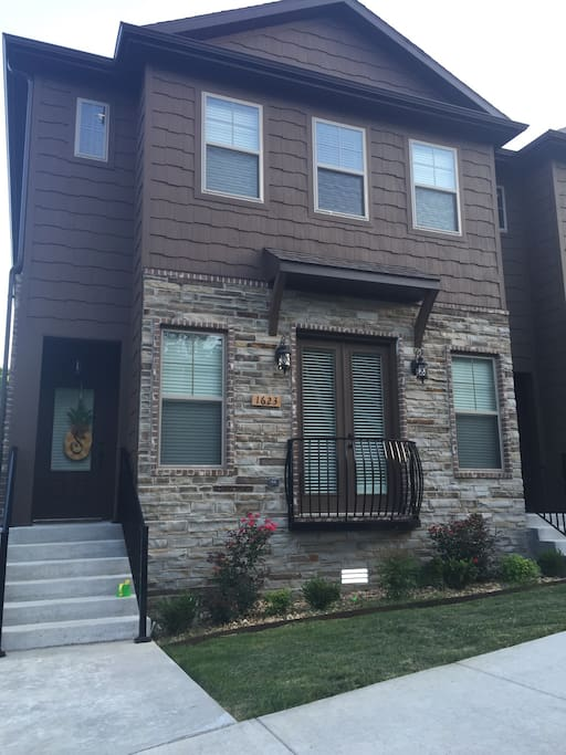 New townhouse in the heart of Fayetteville!