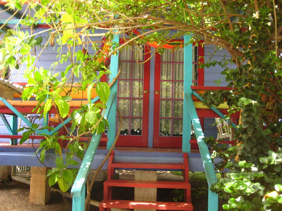 Adorable beachfront cottage at the calabash house casas for Calabash cottage