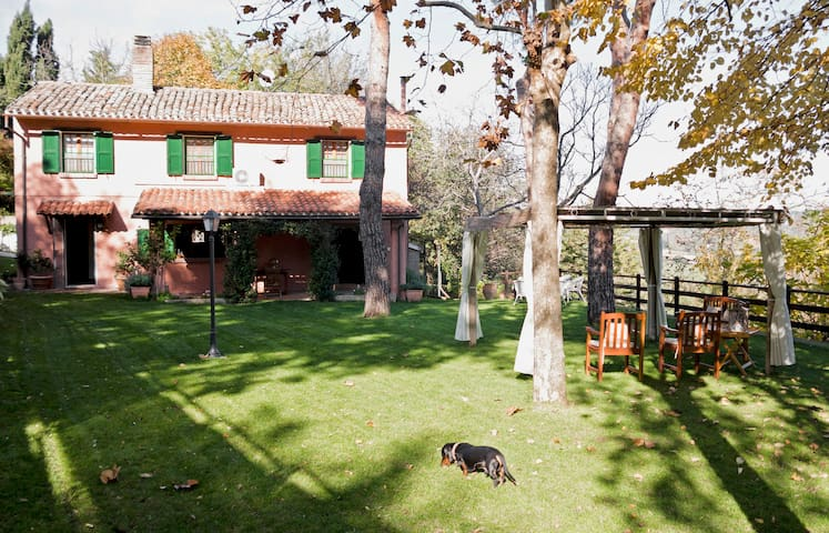 """La casa rossa"" country house"