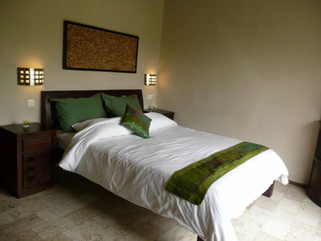 Bedroom with 100% cotton linen. Daily house keeping service.