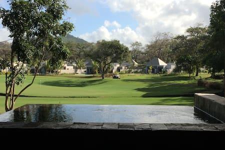 Luxe et golf , face Ile aux Cerfs - Beau Champ