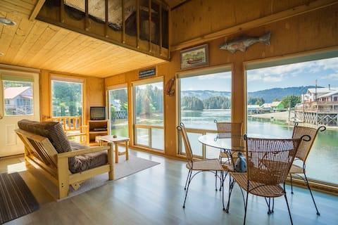 Seldovia B&B - Spruce Cabin