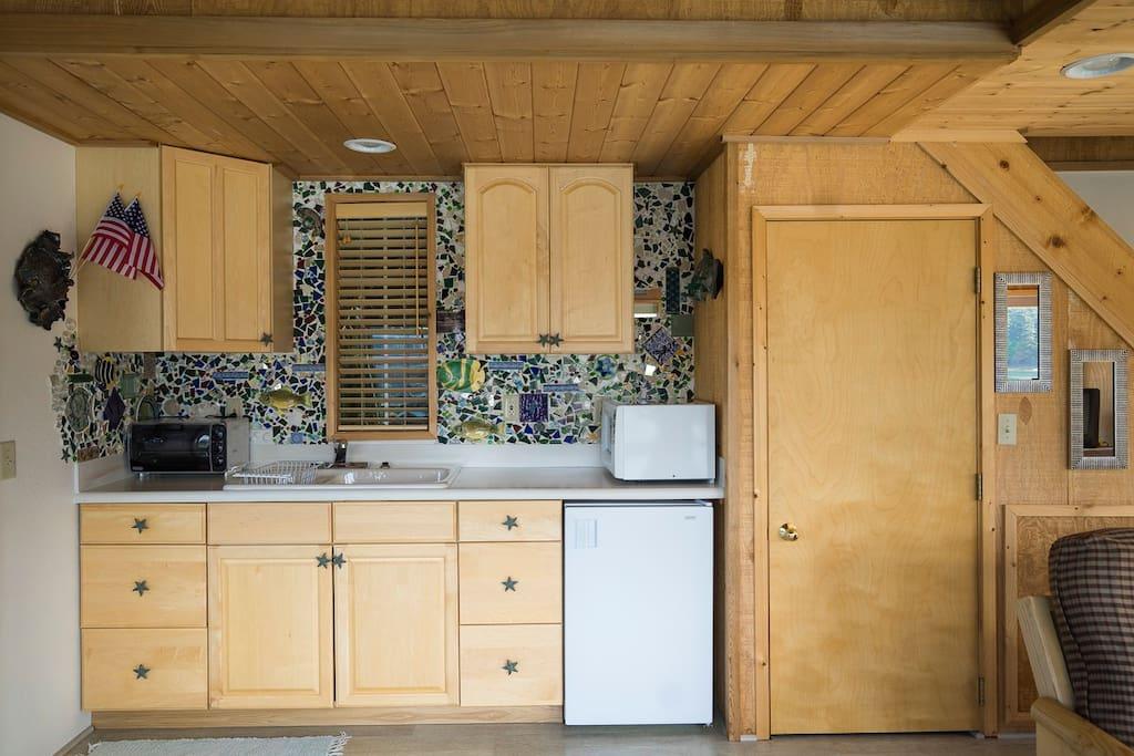 Spruce Cabin kitchenette.