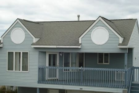 2 Bdrm, 2 Bth Entire Unit for your use. About 1/2 Blk to the Boardwalk, Beach and Conv. Ctr. Amusement Piers - 2 Blocks Tennis Courts and Plgrd across the Street Off Street Parking and Discounts on Attractions (as much as 50%) and Restaurants.