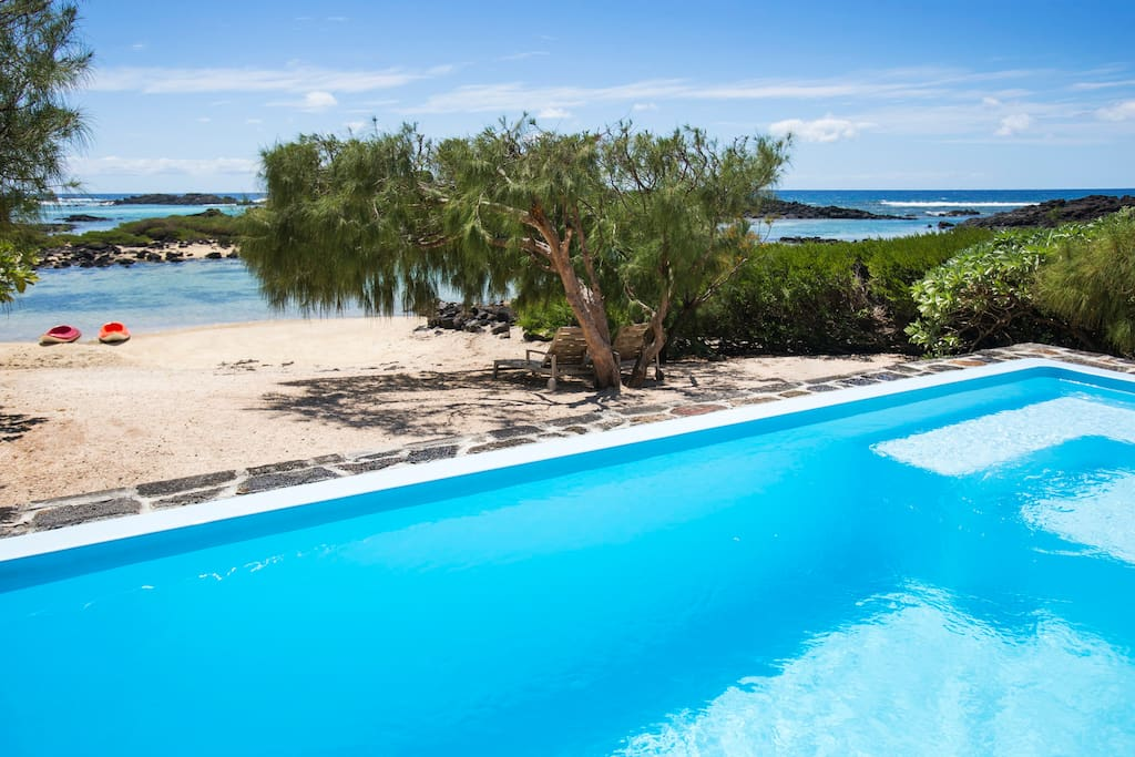 Beautiful villa with swimming pool villas for rent in for Swimming pool mauritius
