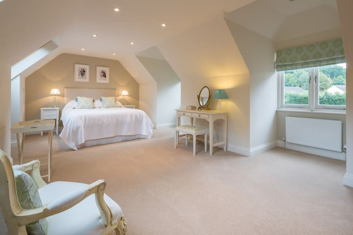 Spacious Annexe - Weston Colville, Cambridge - Bed & Breakfast