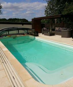 Jolie longère avec piscine et spa - Santranges