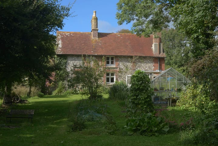 An artist's home in the downs - Jevington - Huis
