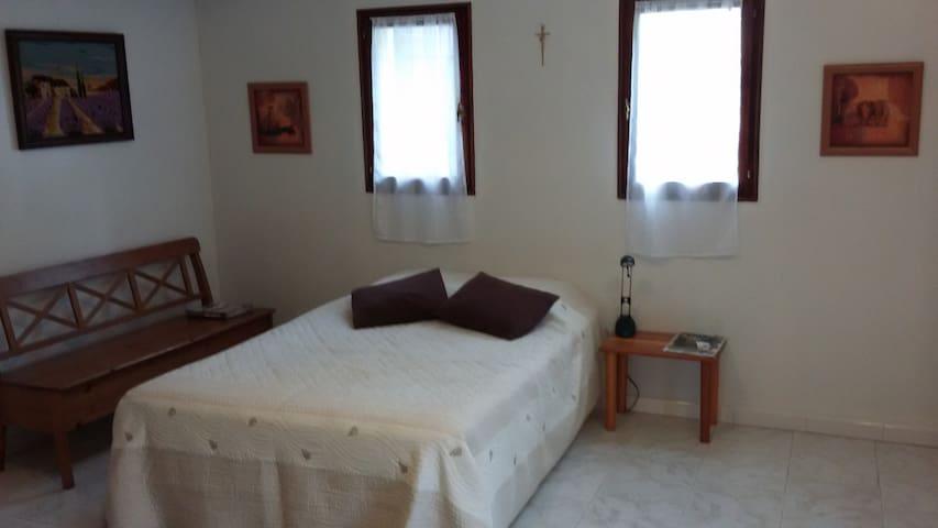Chambre privée 25m2 - Salon-de-Provence - Villa