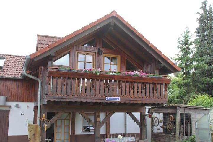 kompl. Holz Ferienhaus | 100 m² - 2 Etagen 5 Pers. - Ortenberg - Huis