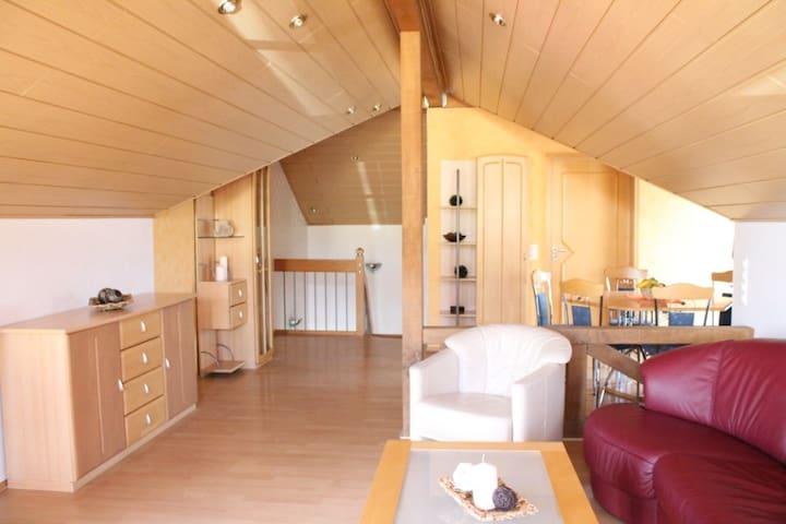 Wohnzimmer im OG mit Sat-TV und W-LAN