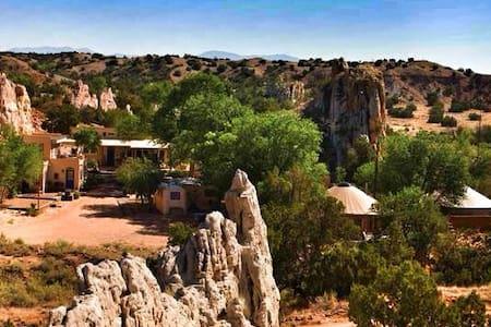 Garden of the Goddess Retreat Center-Guesthouse - Santa Fe - Cabana