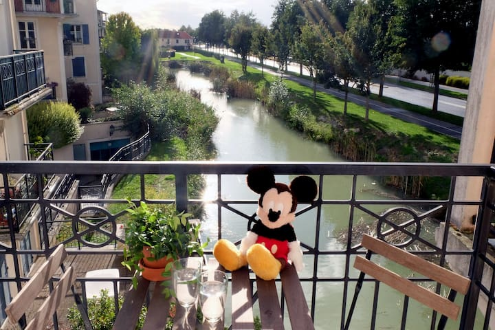 Kids-Friendly 2 Bedrooms Apt, 5 Minutes Disneyland - Marne-la-Vallée  - Departamento