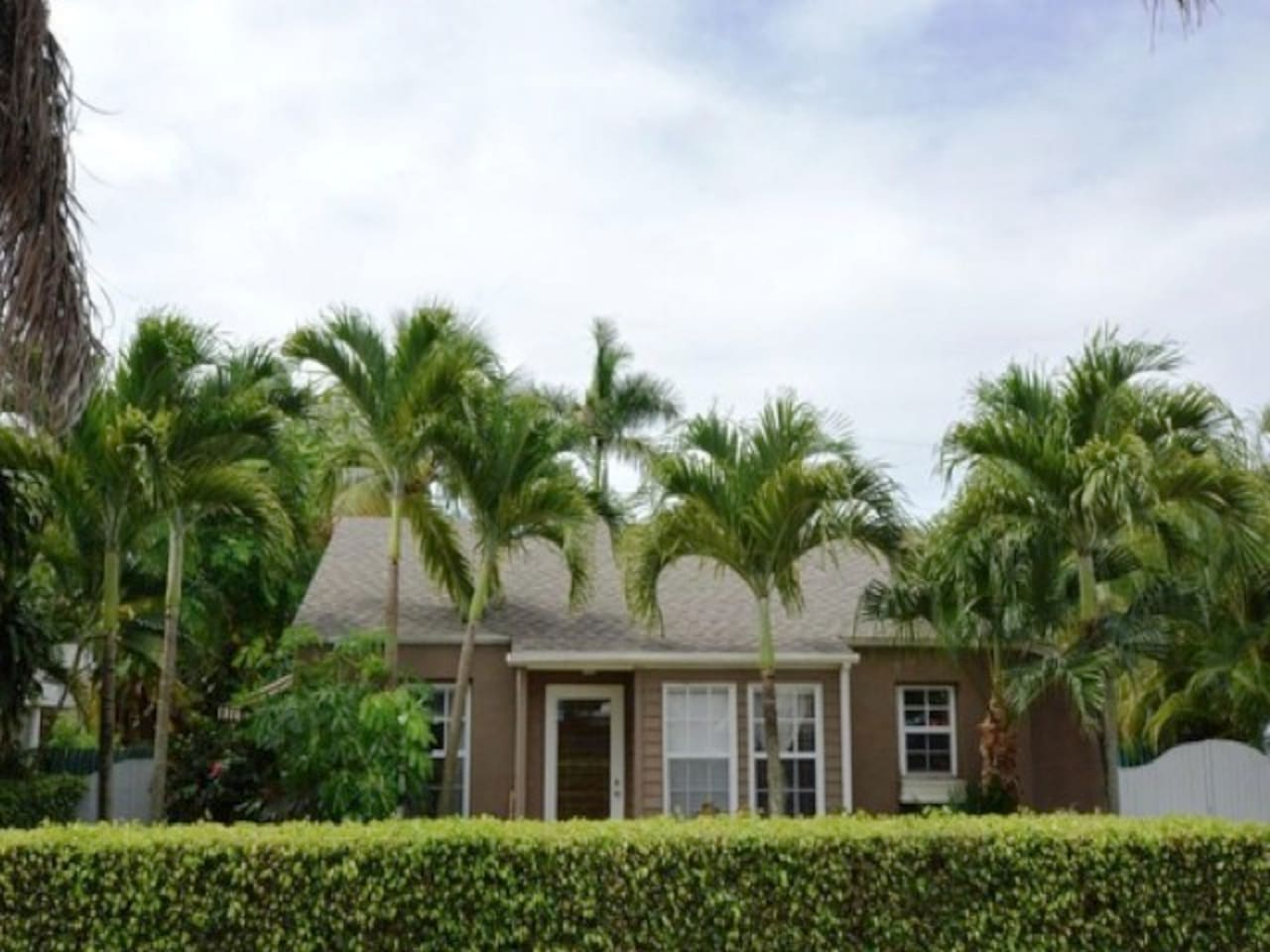 Tropical Bungalow with heated pool - Houses for Rent in West Palm ...
