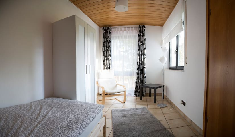 Zimmer in separater Haushälfte - Neuberg - House