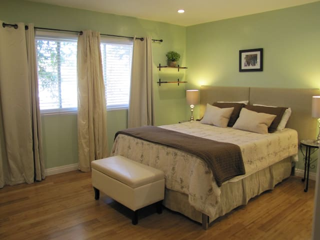 Santa Barbara/Goleta Suite with Private Entrance
