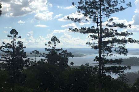 Country retreat at Wivenhoe Dam - Dundas - Дом