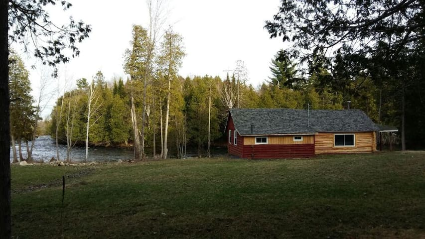 Log Cottage on Mississippi River - Lanark - Casa de campo