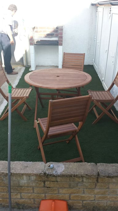 Bbq & outdoor seating area