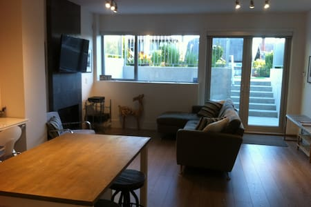 Modern 3 min to Beach 1 BR Suite