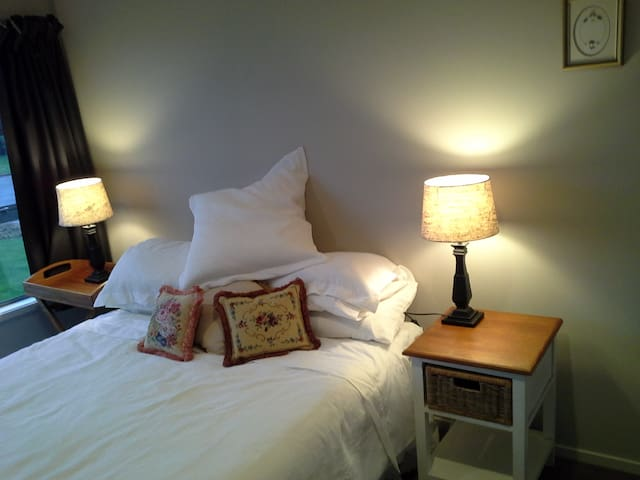 Carrington Retreats Windermere Room - Carterton - Bed & Breakfast