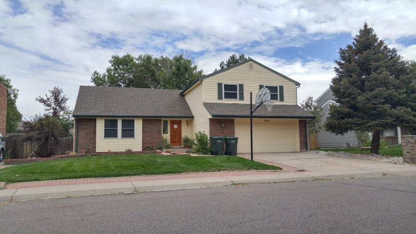 Beautiful home in Aurora, CO 1/2mi from lightrail