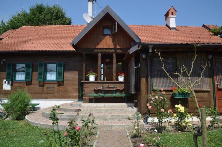 Cosy cabin home - Ključ Brdovečki - กระท่อม