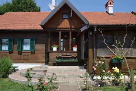 Cosy cabin home - Ključ Brdovečki - Mökki
