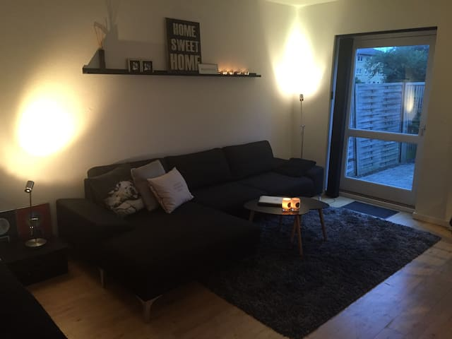 Charming apartment with own garden - Taastrup