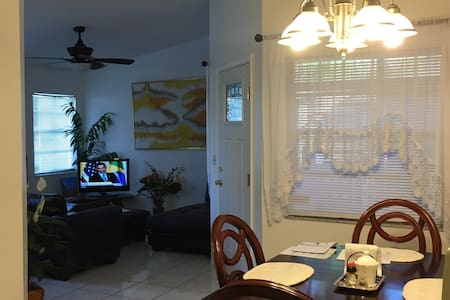 Cozy 1br/1ba, TV, Internet, A/C - Bradenton - Appartement