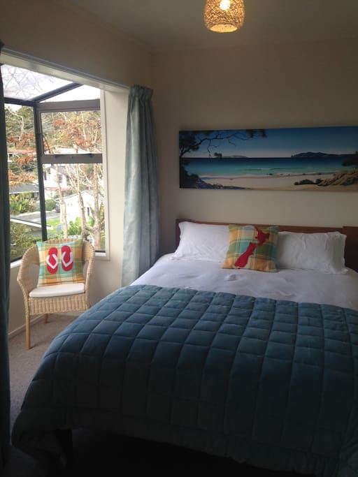 Beautiful ocean views right from the comfort of your bed. High quality bedding and linens for extra snuggle factor.