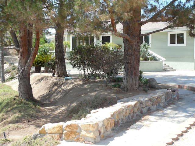 Quiet, Private Home Close to all - Wildomar - Talo