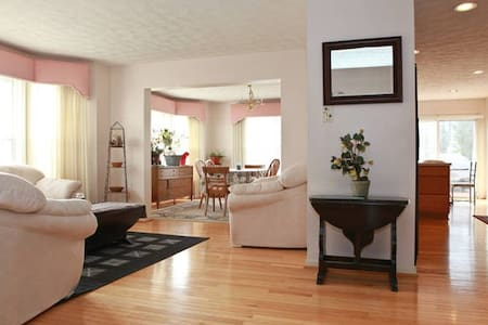 4 BD - Modern Home + 10 Guest - Laurel - Dům