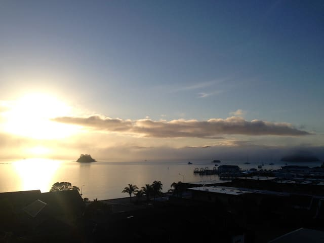 The Hideaway - private with views. - Paihia - Apartemen