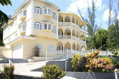 Home with a serene panoramic view - Montego Bay - Bed & Breakfast